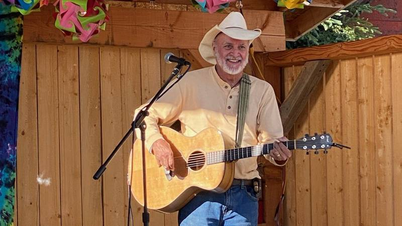 Hobo Jim performing