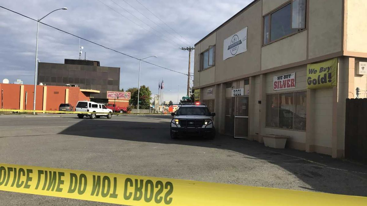 Anchorage police investigate a triple homicide crime case at The Bullion Brothers, a jewelry store on Spenard Road. (Photo by Cameron Mackintosh)