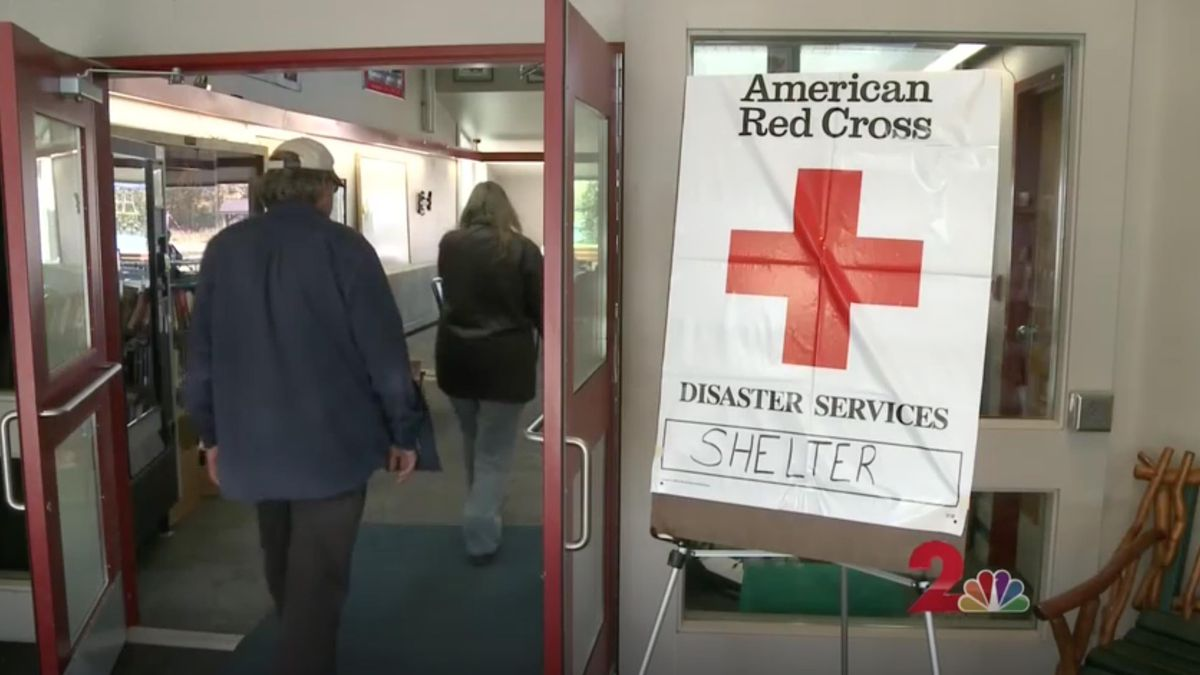 Evacuees walk in to the Willow Community Center's Red Cross Disaster Relief Shelter on Sunday, August 18. (KTUU)