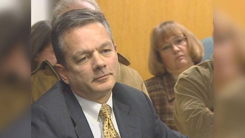 Ben Stevens at an APOC hearing, Jan. 2007 (KTUU)