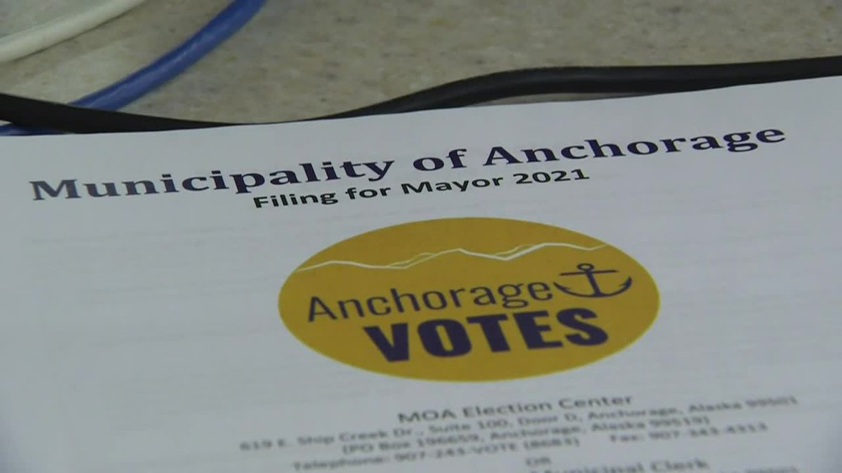 13 candidates compete for mayor