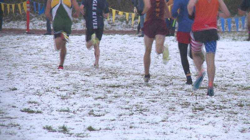 CIC runners running through the snow
