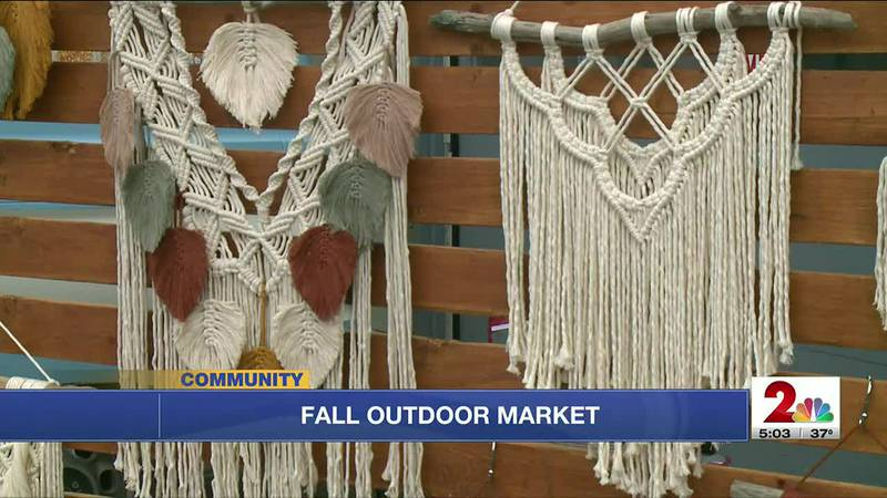 Visitors and vendors brave the chill for a fall market