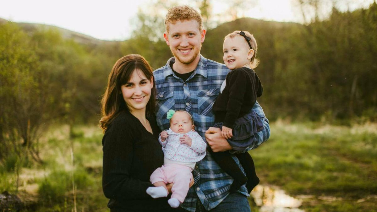 photo of missing pilot, Kyle Stevens, and family. (courtesy Madalynn Marie Photography)