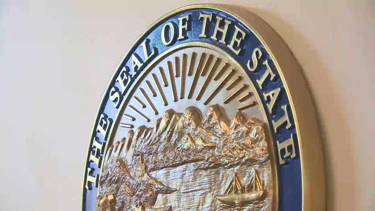 Seal of the state of Alaska.