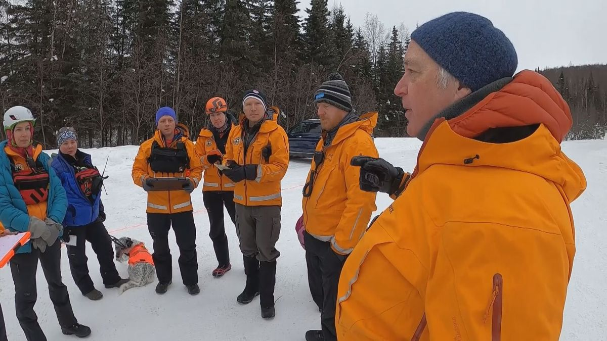 Dean Knapp trains Alaska Mountain Rescue Group members in Eagle River Saturday, March 7. (KTUU)