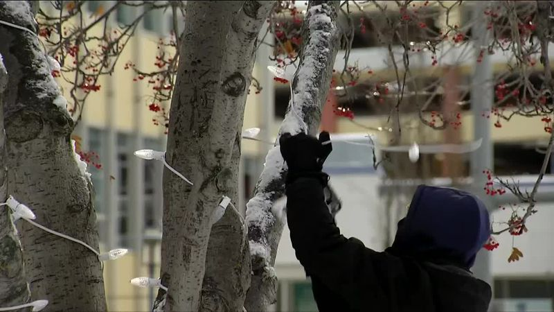 Volunteers work to light up downtown Anchorage