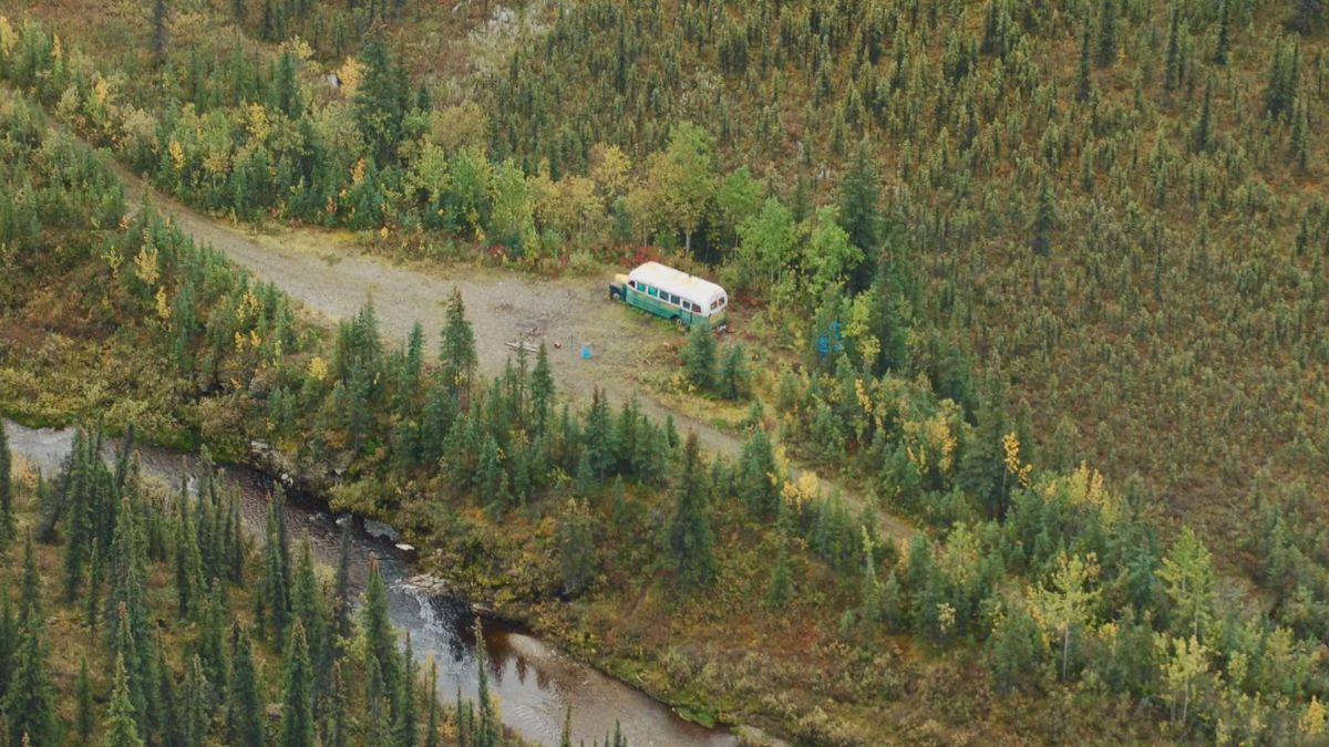 'Magic Bus' on the Stampede Trail, Oct. 26, 2016 (KTUU)